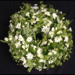 #### large casket wreath natural in green and white 18