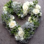 ####large open loose mixed rose heart £85